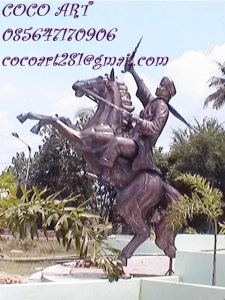 patung pahlawan diponegoro dengan kudanya tembaga kuningan